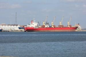 ميناء طبرق يبدي استعداده لاستقبال البواخر والجرافات من ميناء بنغازي