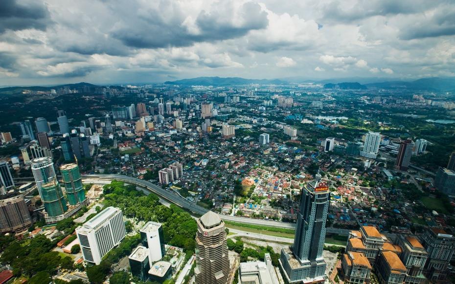 كان برجا بتروناس التوأم في كوالالمبور عاصمة ماليزيا، أطول برجين في العالم منذ عام 1998 حتى عام 2004، يبلغ ارتفاعهما 170 مترًا، وتوجد منصة المراقبة في الطابق الـ86.