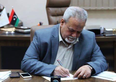عميد بلدية بنغازي يوقع عقدًا بقيمة 3 مليون دينار مع شركة الكهرباء