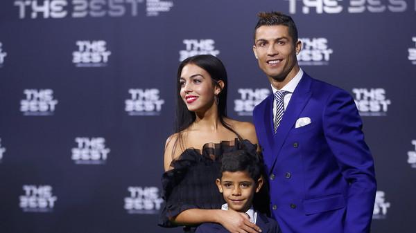 رونالدو يحصد جائزة أفضل لاعب في العالم