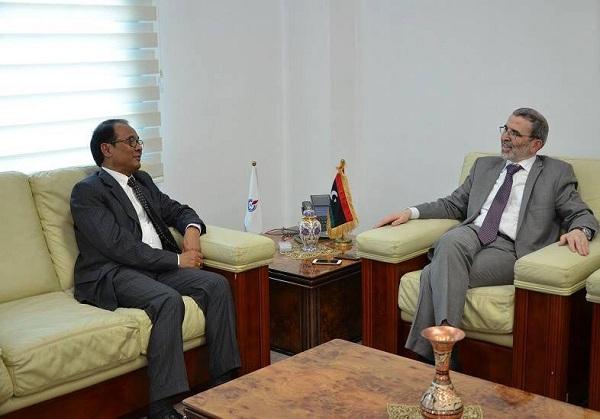 سفير اندونسيا يبحث مع الوطنية للنفط بطرابلس عودة شركات بلاده إلى ليبيا