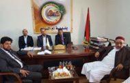 وزير الحكم المحلي يناقش مشاكل بلدية أم الرزم