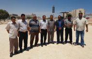 عميد بلدية طبرق يتابع أعمال الرصف لأهم طرقات المدينة