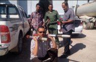 مواطن من طبرق يسلم عدد 7 صواريخ C5 إلى البحث الجنائي بطبرق