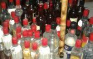 البحث الجنائي طبرق يداهم محل لبيع الخمور والمخدرات وسط المدينة
