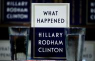 كتاب هيلاري كلينتون (هذا ما حدث) يتصدر قوائم الأكثر مبيعا